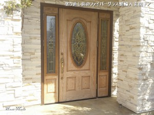 塗り直し前のファイバーグラス製輸入玄関ドア